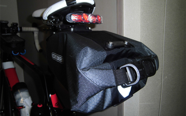 ブルベの装備サドルバッグ・テールライト